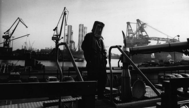 Overslag van zeer giftige gassen in de haven van Rotterdam. Foto: Freek van Arkel/Hollandse Hoogte