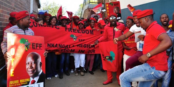 Aanhangers van de EFF partij. Foto: Fleur Launspach en Lotje Kaak