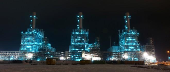Twee van de drie turbines die bij Nuons Groningse gascentrale Magnum zijn gebouwd, zijn nooit in gebruik genomen. Inmiddels wordt al gesproken over demontage en verkoop aan China. De overname van Nuon is voor Vattenfall uitgelopen op een fiasco. Foto: ANP