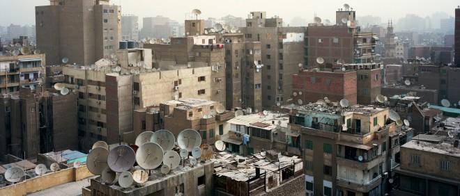 Skyline van de woonwijk Mounira in Caïro. De lucht is gevuld met smog. Foto: Mark Nozeman