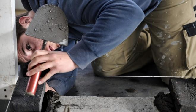 'Metselen is nu een vaardigheid die vooral bij renovaties en restauraties wordt gebruikt. We hebben helemaal niet meer zo veel metselaars nodig. Wat deze jongens moeten leren, is een bouwplattegrond doorgronden.' Foto: Marcel van den Bergh/HH