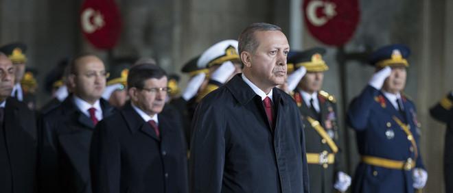Recep Tayyip Erdogan in stilte om de oprichter van de Turkse Republiek, Mustafa Kemal Ataturk, te eren op de 92ste Dag van de republiek, 29 oktober 2015. Foto: Aykut Unlupinar/Hollandse Hoogte