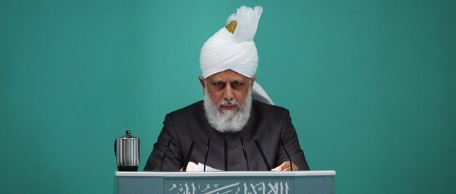 Mirza Masroor Ahmad tijdens het vrijdagmiddaggebed in de Baitul Futuh moskee in Londen. Foto: Dan Kitwood / Getty Images