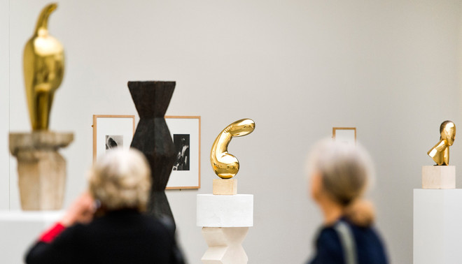 Het gouden fallussymbool 'Princess X' van Constantin Brancusi is een beeltenis van Marie Bonaparte. De kunstenaar liet zich inspireren door hoe Bonaparte naar zichzelf staarde in een handspiegel, met de rondingen als haar buste. Foto: ANP