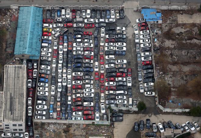 Een overvolle parkeerplaats in de Chinese stad Shanghai. Foto: Stephen Shaver / Hollandse Hoogte