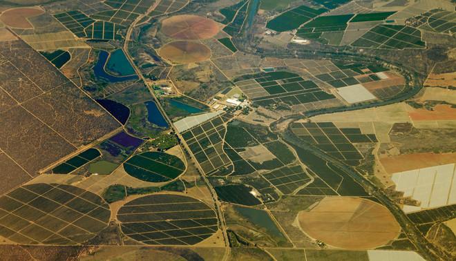 Luchtfoto van landbouwgebied nabij Johannesburg, 2015. Foto: Thomas Trutschel/Getty Images