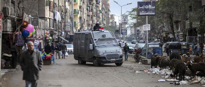 Politiepatrouille in Giza op 25 januari 2016, er is extra politie ingezet uit angst voor demonstraties tegen president Abdel Fattah al-Sisi. Foto: Mahmoud Khaled/ANP