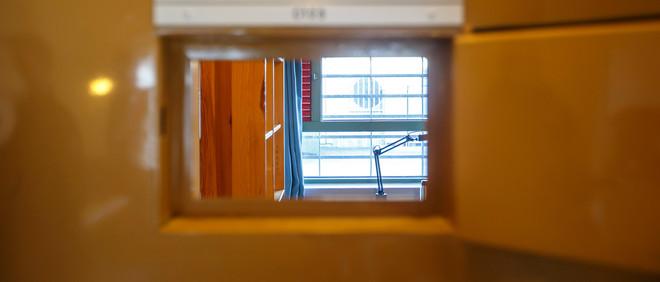 Een kijkje in een cel in de penitentiaire inrichting Skien, de zwaarbeveiligde Noorse gevangenis waar Anders Breivik zijn straf uitzit. Deze cel is niet noodzakelijk het persoonlijk verblijf van Breivik. Beeld: ANP