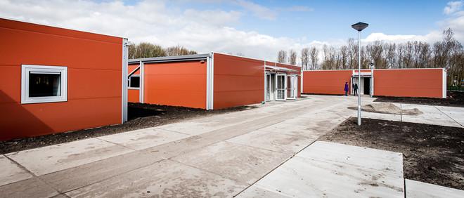 Interieur van de noodopvang 'nieuwe stijl' van het Centraal Orgaan opvang asielzoekers (COA) in Almere op 7 april 2016. De nieuwe paviljoens zijn gemaakt met aluminium wanden en hebben een capaciteit voor 480 asielzoekers. Foto: Remko de Waal / ANP