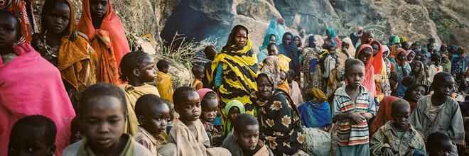 Bewoners zijn hun dorp ontvlucht nadat het strijdtoneel werd van de burgeroorlog in Darfur. Ze moeten schuilen in grotten tegen de bombardementen en de strijdende mannen die vrouwen en kinderen verkrachten. Foto: Adriane Ohanesian