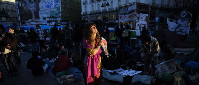 Demonstranten bezetten het Puerta del Sol-plein in Madrid, 's ochtends vroeg op 20 mei, 2011. Foto: Pedro Armestre / AFP / Getty Images