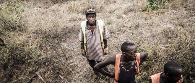 Spoorwegarbeiders op een parallel spoor. Foto: Berber Verpoest