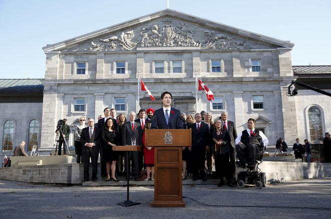 Het zeer diverse kabinet van de Canadese premier Justin Trudeau. Foto: Blair Gable / ANP