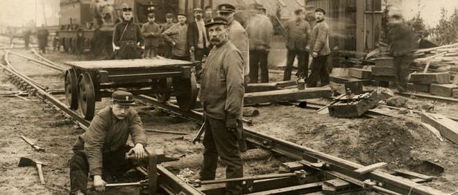 Herstel van de rails en wissels na een spoorwegongeluk bij Breda in 1910. Foto: Spaarnestad Photo / HH