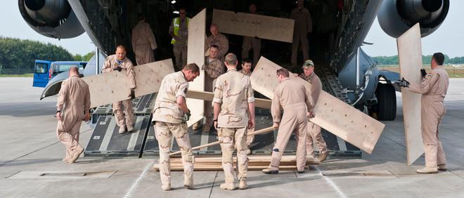 Op 6 mei 2011 kwamen de laatste gevechtsvoertuigen van de Task Force Uruzgan uit Afghanistan aan in Eindhoven. Foto: Goos van der Veen / Hollandse Hoogte