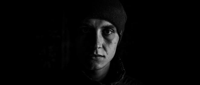 Sergey Tretiakov (21) verloor zijn moeder door een bom op zijn ouderlijk huis. Zijn vader zag hij iets later sterven door een beroerte. Foto: Alex Masi