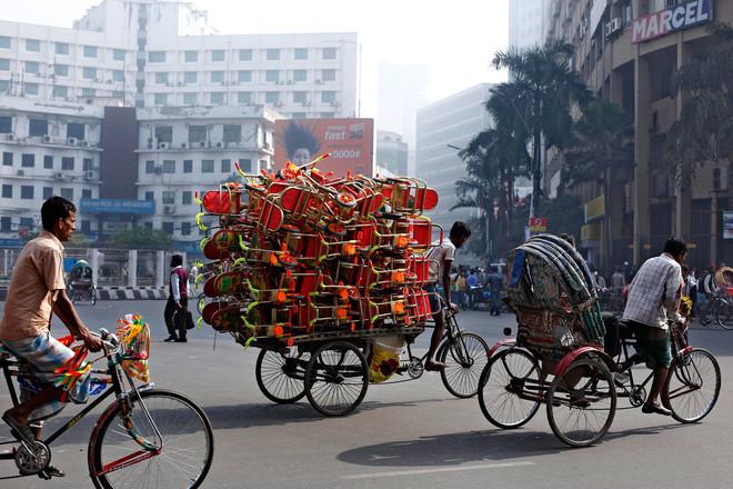 Fietsriksja's in Dhaka. Foto: Abir Abdullah / EPA