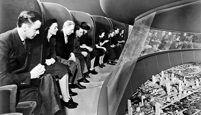 Futurama is een kijkkast van ruim een half voetbalveld. Het paviljoen telt vijfhonderdduizend woningen en een miljoen bomen. De objecten starten als miniatuurtjes, maar hun formaat neemt toe: uiteindelijk zie je huizen en bomen op ware grootte. Foto: General Motors