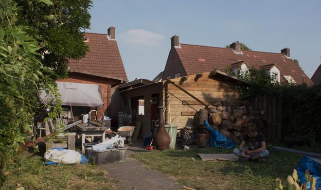 Alle foto's bij dit stuk zijn gemaakt door Thijs Roes. Ze betreffen het huis van de familie Jansen na de ontruiming van hun plantage van zestig planten, één dag voor hun verhuizing.