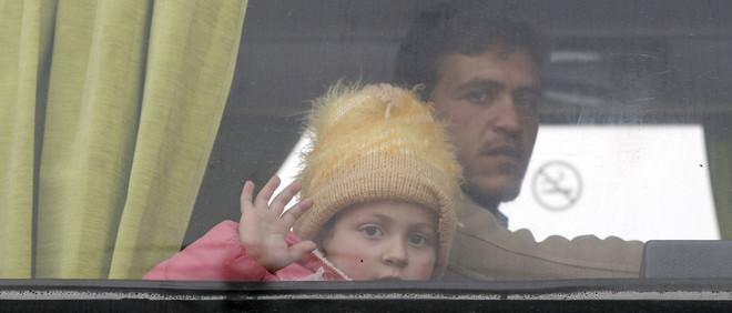 Families worden geëvacueerd vanuit Homs op 18 maart, 2017. Foto: Louai Beshara / AFP / ANP