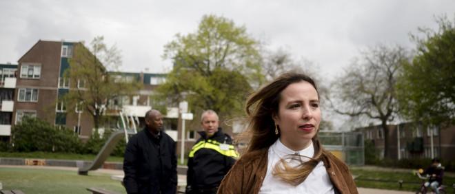 Fotograaf Stacii Samadin liep een middag mee met Malika Chtatou door de Schilderswijk.