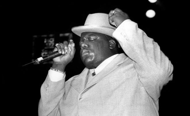 The Notorious B.I.G. tijdens een optreden in New Jersey in 1995. Foto: David Corlo / Getty