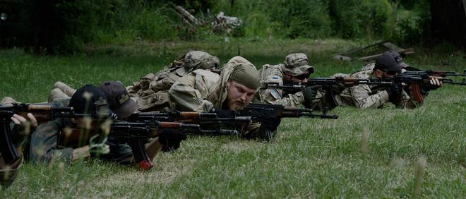 Tijdens een training van het Oekraïense vrijwilligersleger (UVA). Foto: Andreas Staahl (voor De Correspondent)