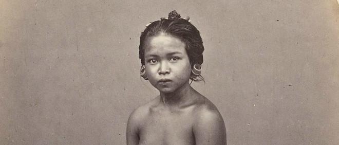 I Loeh Sari, slavin van de radja van Boeleleng, 1865. Foto: I. van Kinsbergen / Leiden University Library