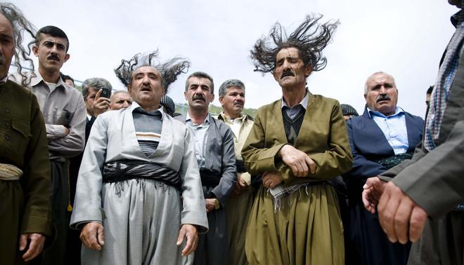Derwisjen voeren traditionele vereringsrituelen uit tijdens een jaarlijkse viering van Sheikh Qadr Kesnazani. Foto: Kamaran Najm / Metrography