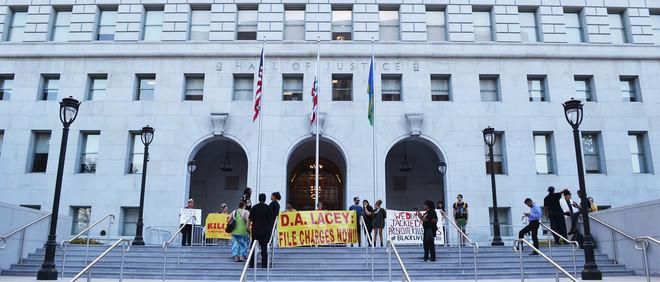 Het protest in Los Angeles tegen het beleid van Jackie Lacey. Foto's: Corissa Sullivan