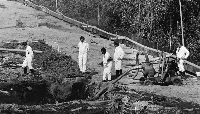 In 1980 bleek dat een hele nieuwbouwwijk, Lekkerkerk West, gebouwd was op sterk verontreinigde grond. Hij moest volledig worden afgegraven. Foto: Marcel Antonisse / Nationaal Archief