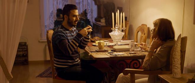 Still uit de film 'Vreemde gasten' van Eva van Pelt