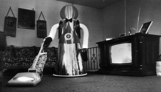 Een huishoudrobot ontwikkeld door het Amerikaanse bedrijf Quasar Industries, 1978. Foto: Alan Band/Keystone/Getty Images