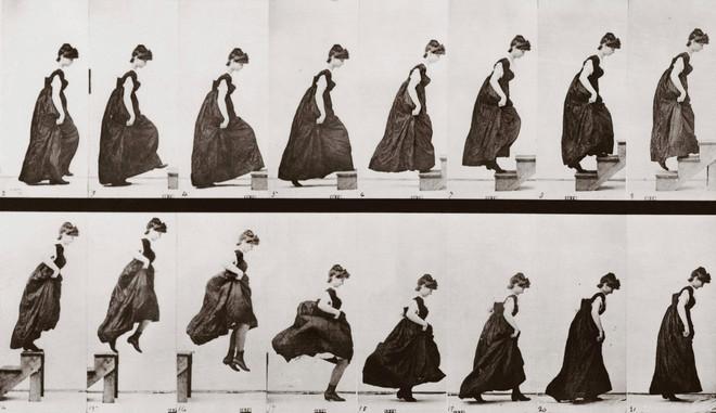 'Woman climbing stairs and jumping down', Plaat 173 uit 'Animal Locomotion', 1887. Foto's: Eadweard Muybridge / Getty