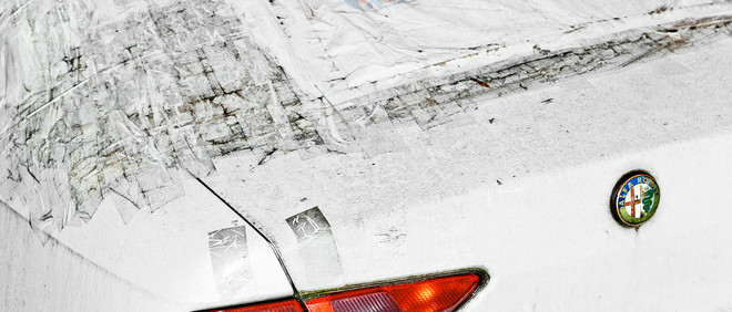Uit de serie 'Badly Repaired Cars' van Ronni Campana