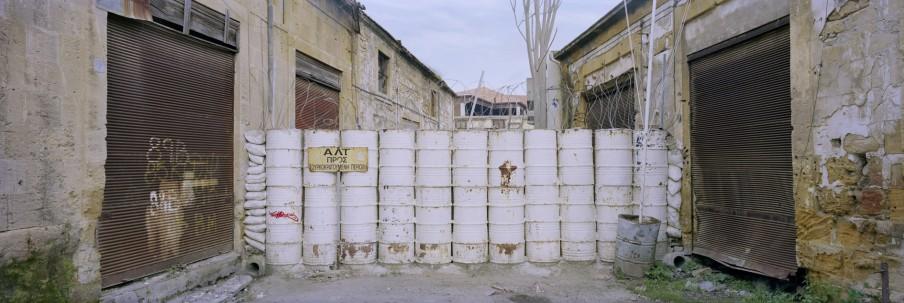 Grensmuur op Cyprus tussen Grieks en Turks deel. Foto: Kai Wiedenhöfer
