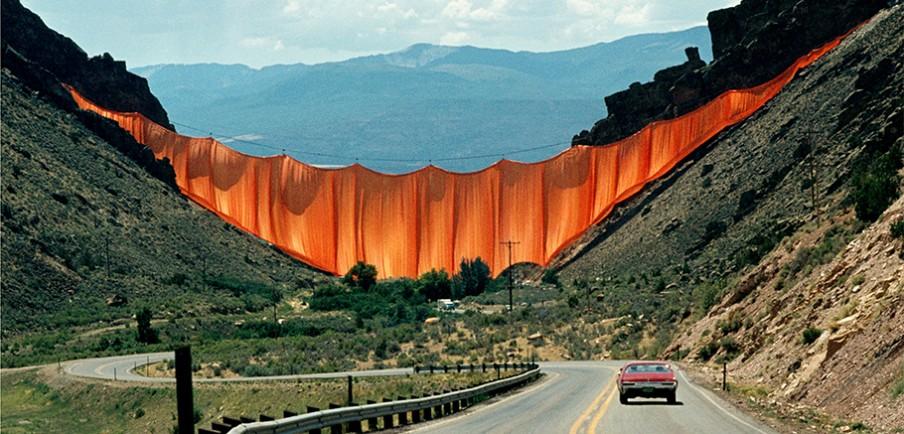 Valley Curtain in Rifle (Colorado, VS), opgehangen door Christo in 1970. Foto: Hollandse Hoogte