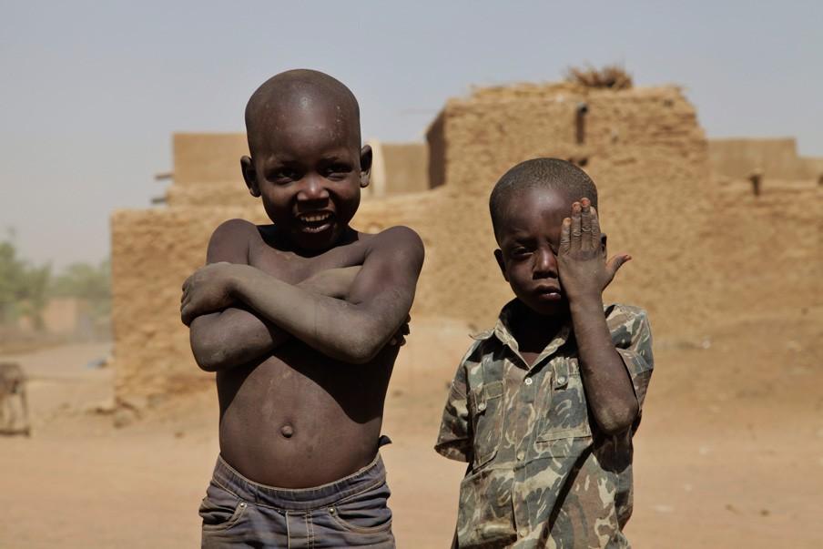 Kinderen op straat in Timboektoe. Foto: Andreas Stahl
