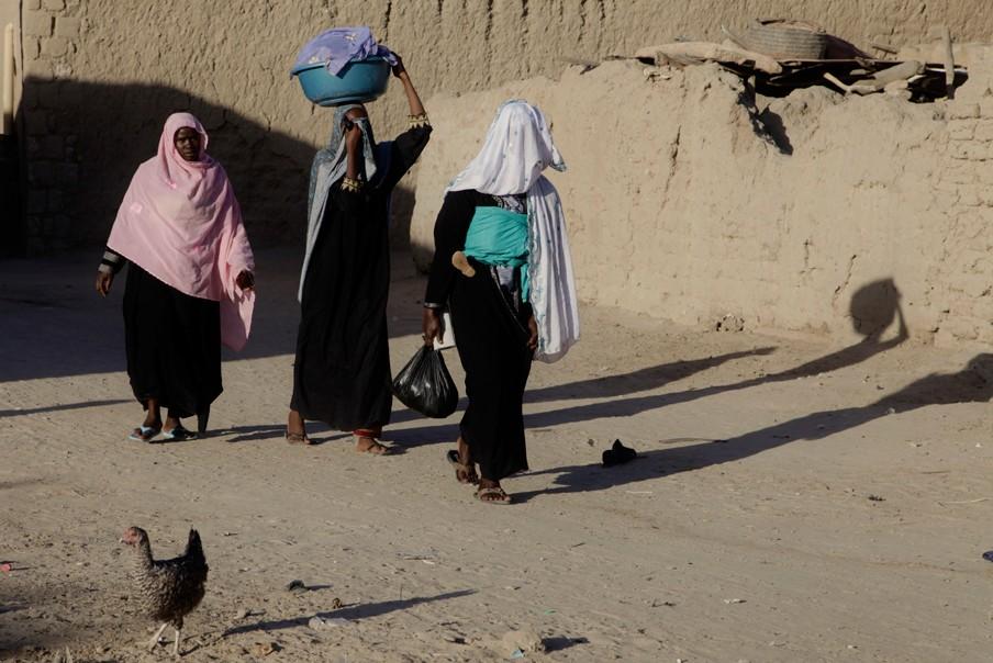 Vrouwen op straat in Timboektoe. Foto: Andreas Stahl