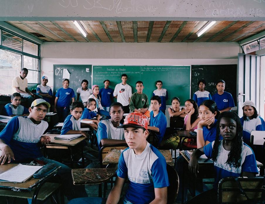De wiskundeles op de Escola Estadual Nossa Senhora do Belo Ramo in Brazilië. Foto: Julian Germain/Nederlands Fotomuseum