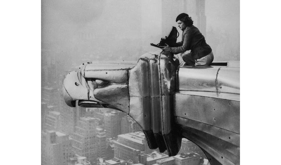 Margaret Bourke-White op het Chrysler-gebouw, 1934. Foto: Oscar Graubner