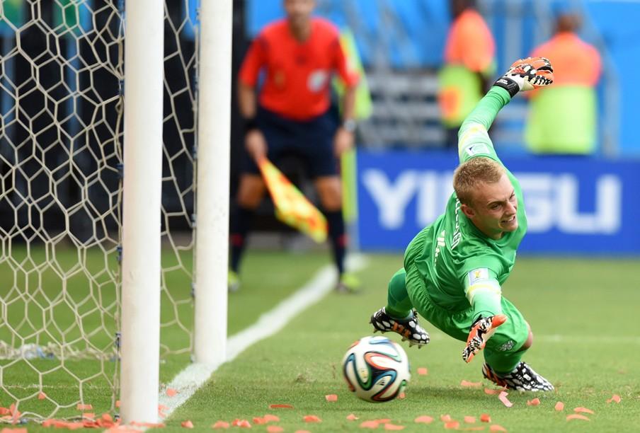 Deel 1: Jasper Cillessen reikt vergeefs de strafschop tijdens de wedstrijd tegen Spanje. Foto: Javier Soriano/ANP