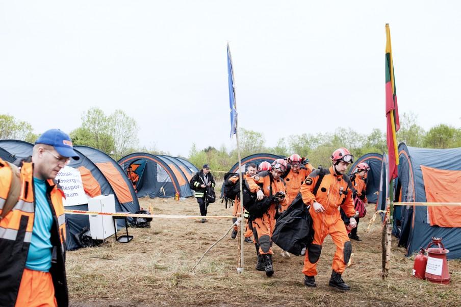 De Litouwers evacueren hun kamp. Foto: Pieter van den Boogert