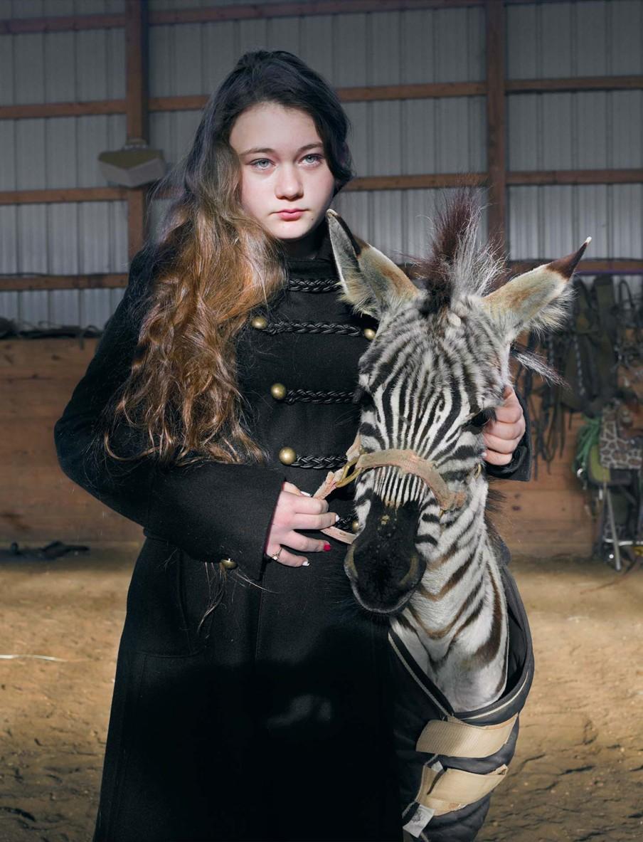 De foto getiteld 'Raz, Runnaway Baby' (2012) uit het fotoboek van Robin Schwartz 'Amelia and the Animals' (Aperture, 2014). Foto: Robin Schwartz