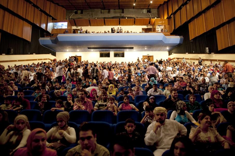 2011: Voor de avondvoorstelling in het Nationaal Theater van Bagdad zijn alle twaalfhonderd bezet. Foto: Marieke van der Velden