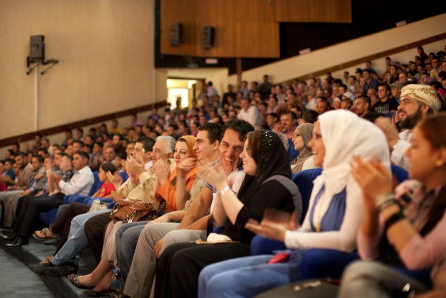 2011: Het publiek geniet tijdens de avondvoorstelling in het Nationaal Theater in Bagdad. Foto: Marieke van der Velden