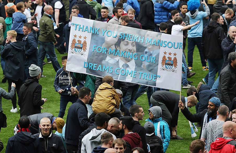 Fans van Manchester City bedanken Sheikh Mansour, de 'suikeroom' van de club (11-05-2014). Foto: Matt West/Hollandse Hoogte