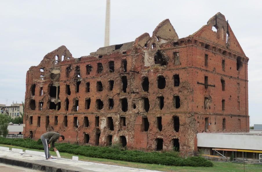 Een tijdens de Slag om Stalingrad kapotgeschoten molen vormt een stille herinnering aan de verwoesting van de stad tijdens de Tweede Wereldoorlog. Tegenwoordig heet Stalingrad Wolgograd. Foto: Floris Akkerman