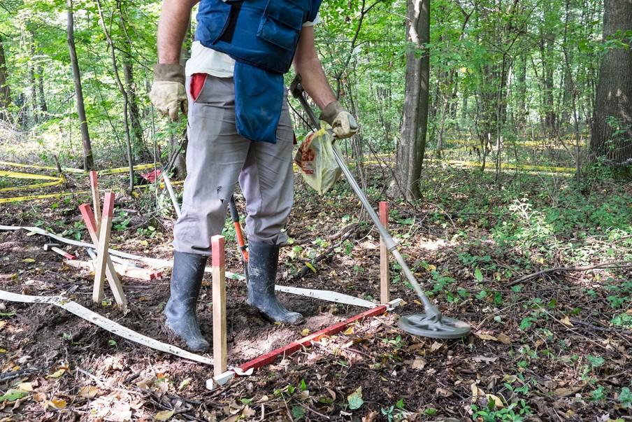 Op zoek naar landmijnen in Noord-Bosnië. Foto: Hollandse Hoogte