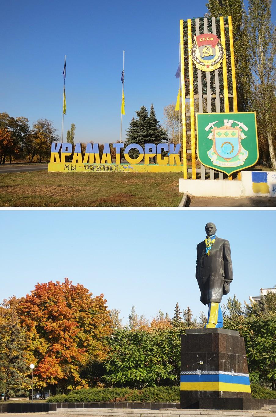 Boven: De entree van de Oost-Oekraïense stad Kramatorsk, met de teksten 'Wij zijn Oekraïne' en 'Proletariërs aller landen verenigt u.' Onder: Het standbeeld van Lenin, uitgedost in het blauw-geel van Oekraïne. Foto's: Floris Akkerman
